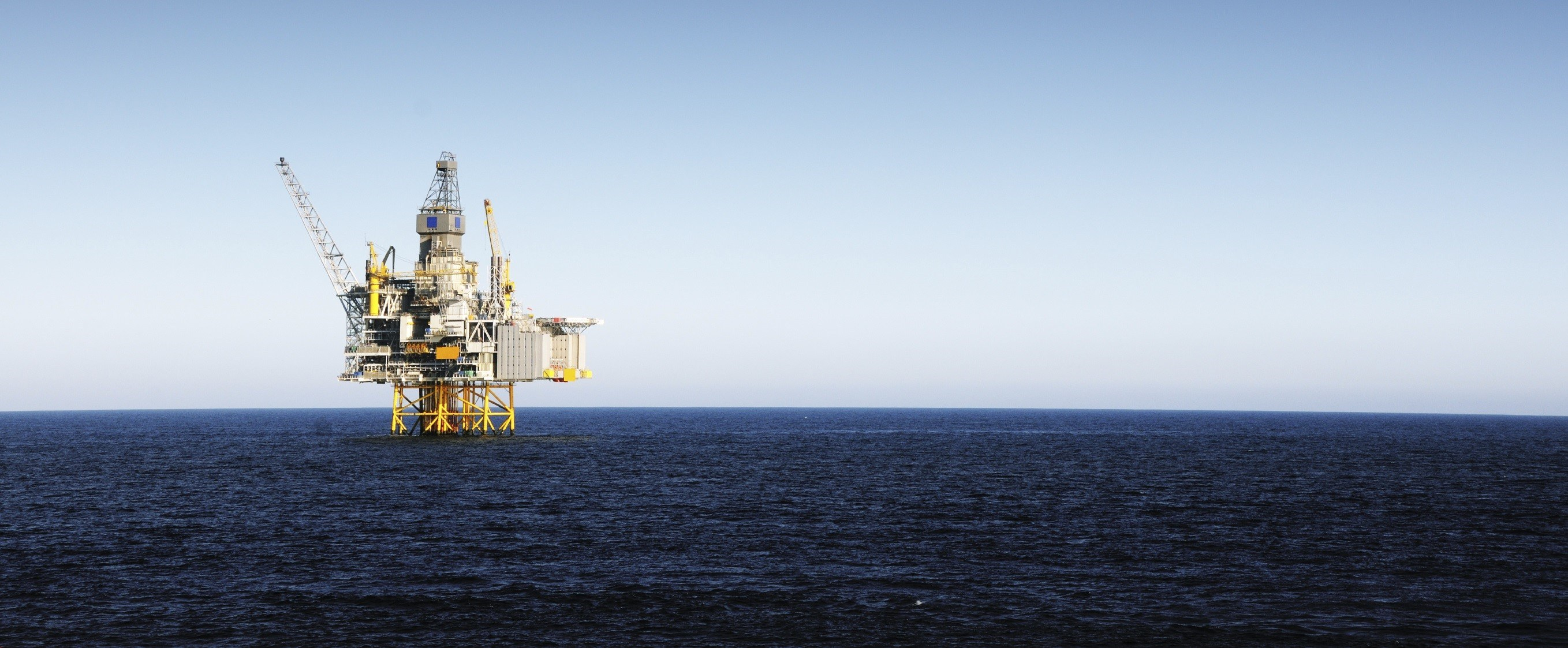 I Stock Photo Oil Platform Gm157439804 9028232 Cropped